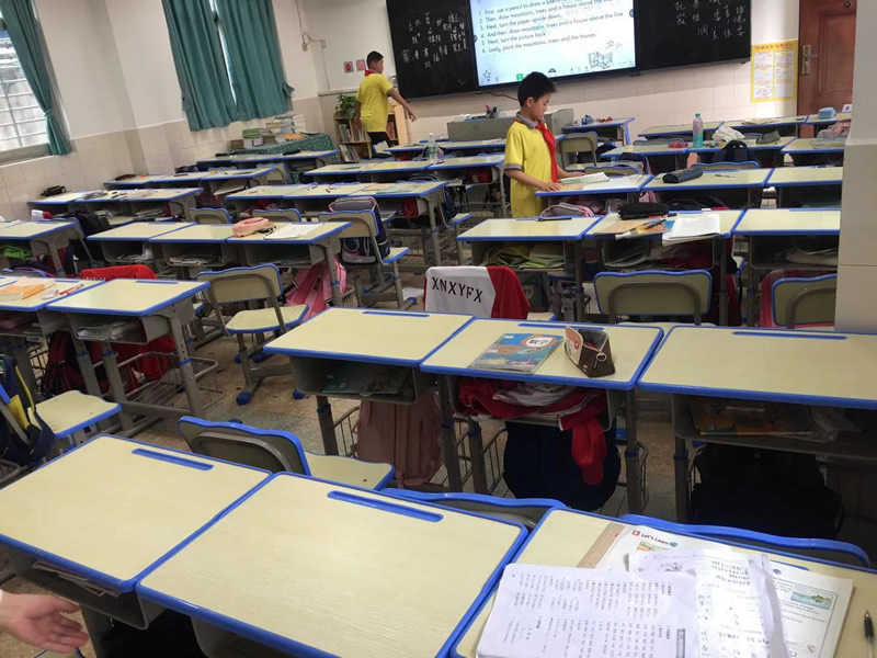 学生校具课桌椅